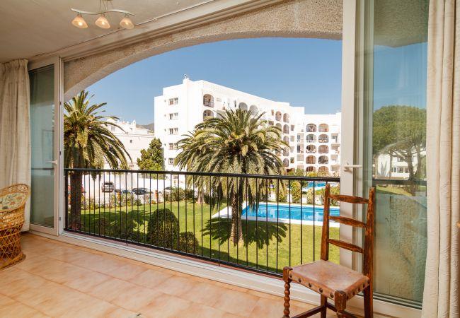 Apartamento en Nerja - Apartamento con piscina a300 mde la playa