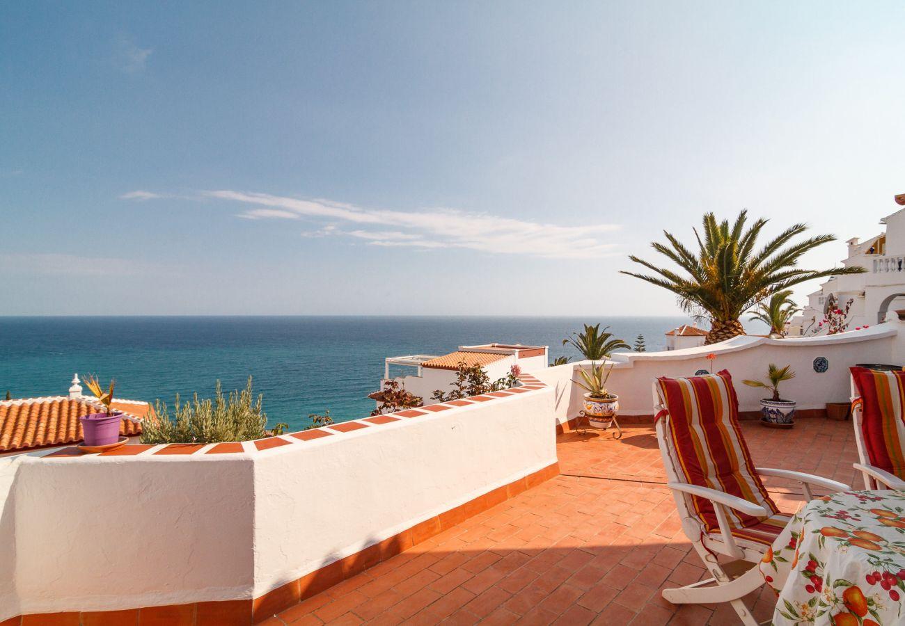 Villa en Nerja - Villa con piscina a2 kmde la playa