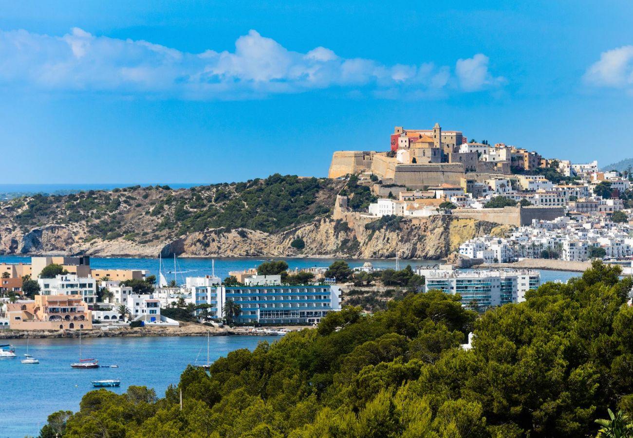 Villa en Ibiza - Villa con piscina a1 kmde la playa