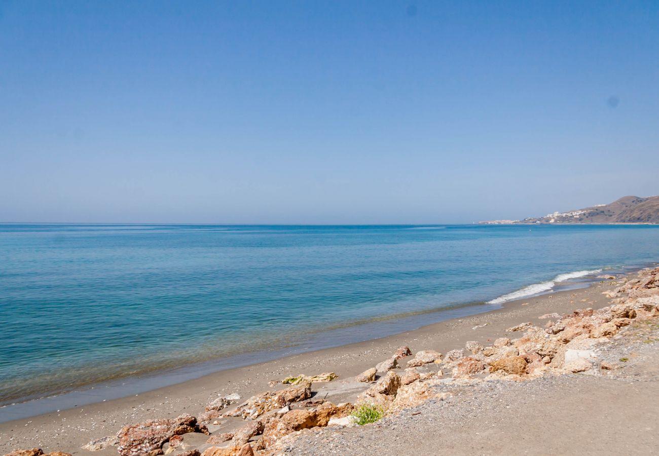 Villa en Nerja - Villa de 3 dormitorios a400 mde la playa