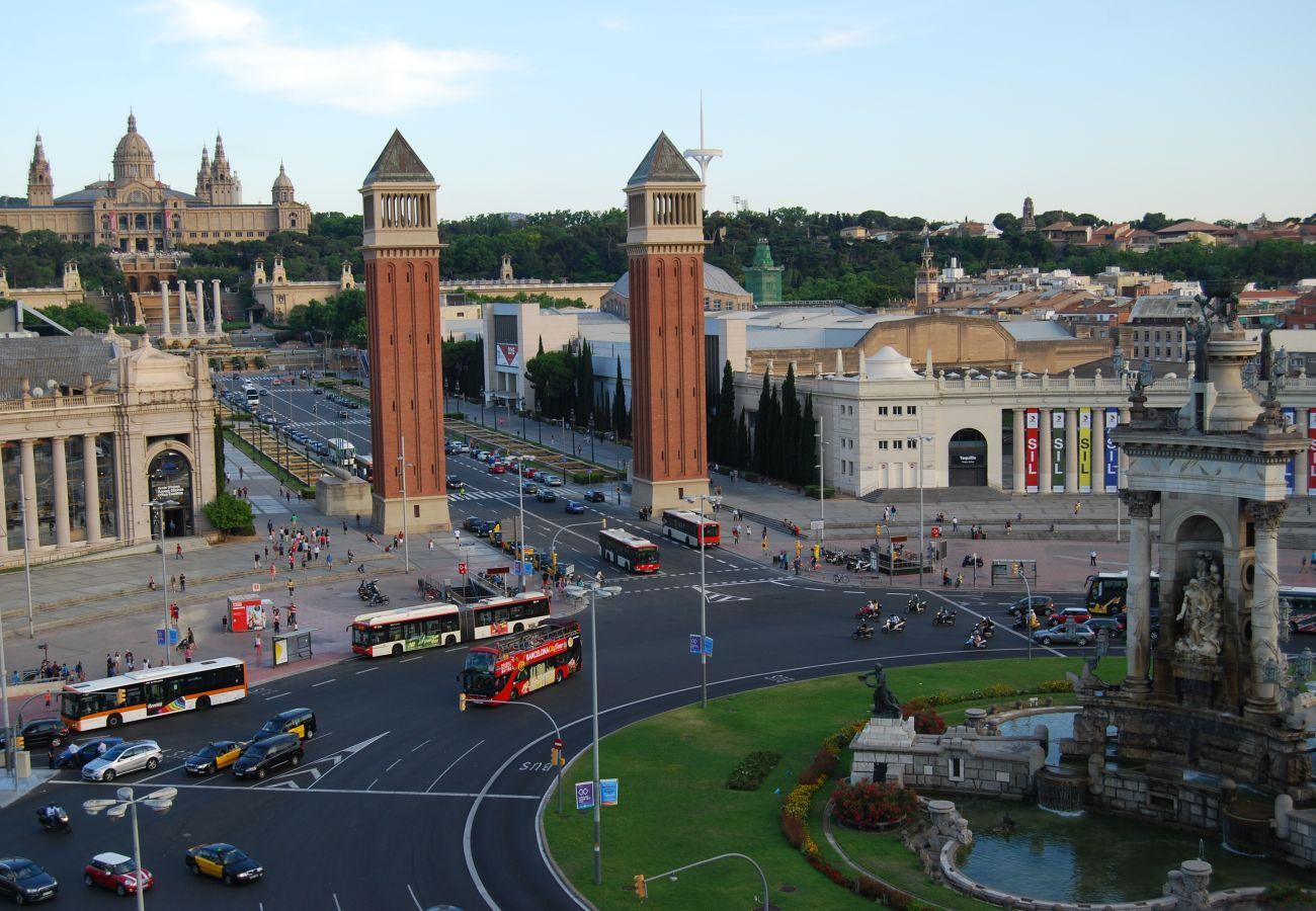 central apartamento en Barcelona junto a la Plaza España y todo el transporte público.