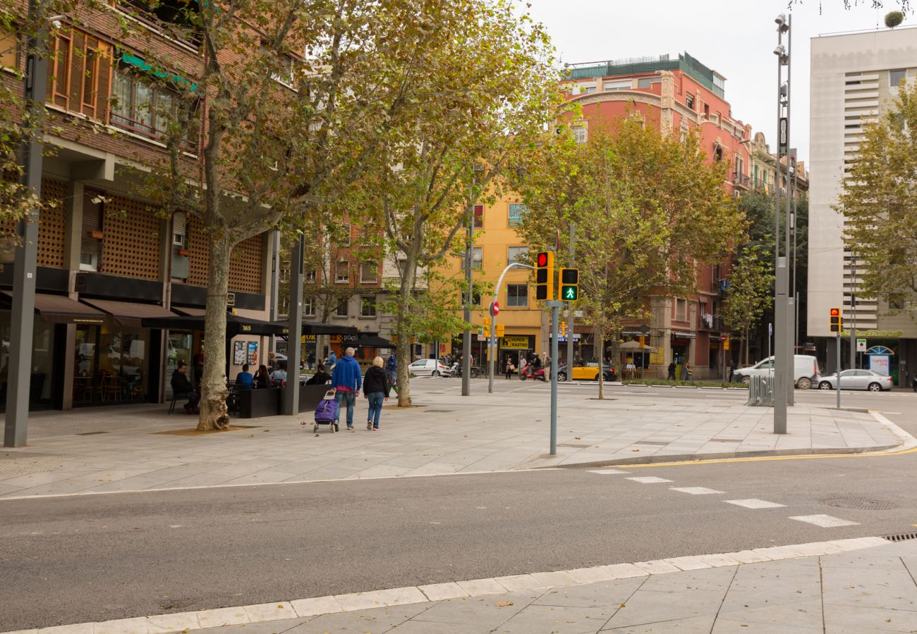 Apartamento en Barcelona - PARLAMENT, piso en alquiler reformado, moderno y muy bonito junto al mercado San Antonio en Barcelona centro