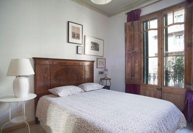Apartamento en Barcelona - VILADOMAT, apartamento amplio, luminoso, tranquilo y bien situado.