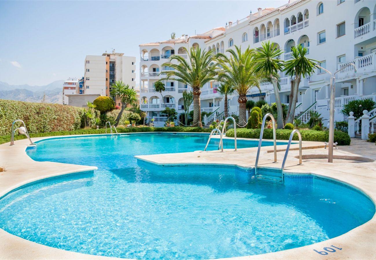 Residencial en Nerja - Residencial con piscina a50 mde la playa