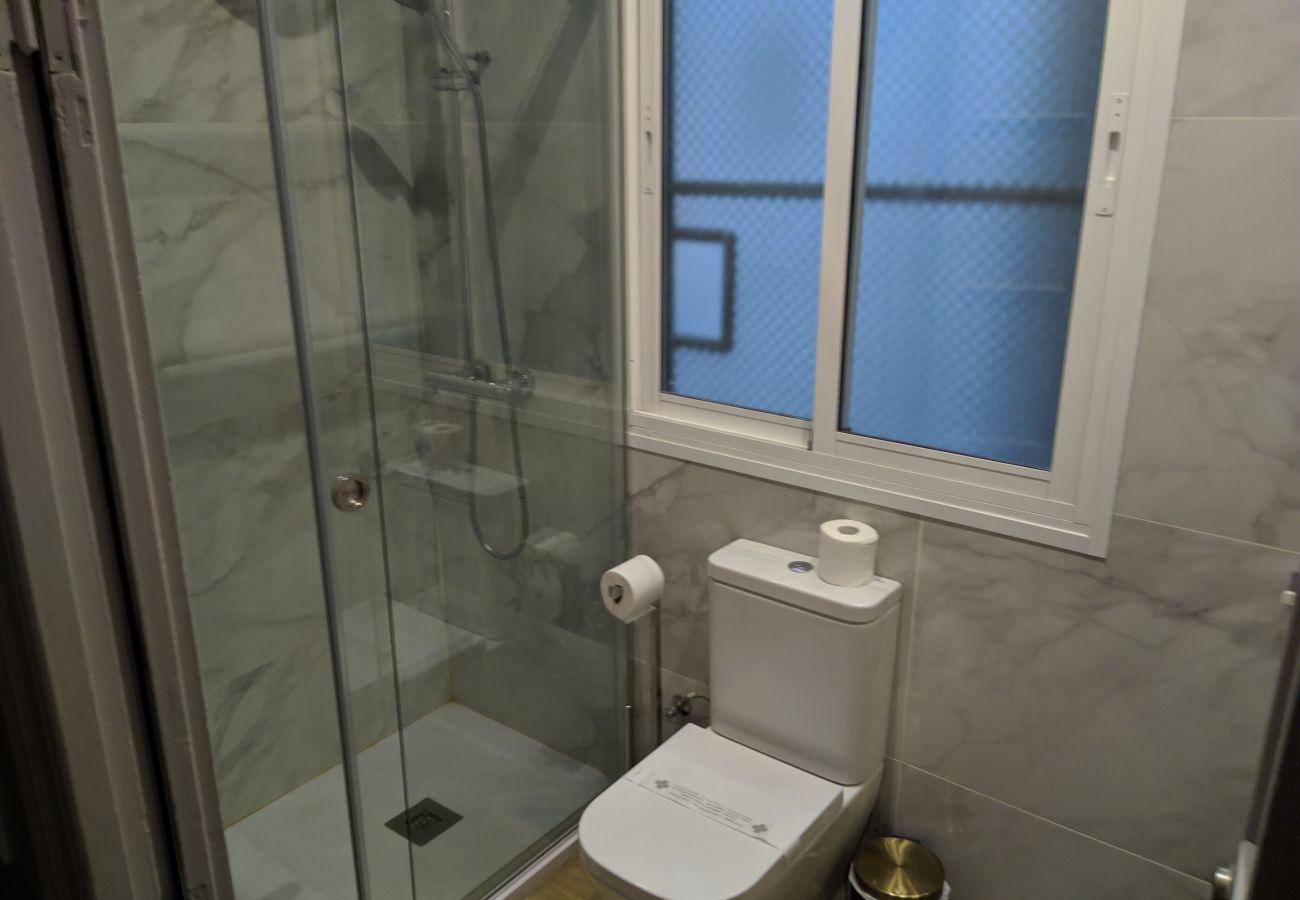 Apartamento en Barcelona - SANT ANTONI, piso bonito, tranquilo y muy bien situado en Barcelona centro.