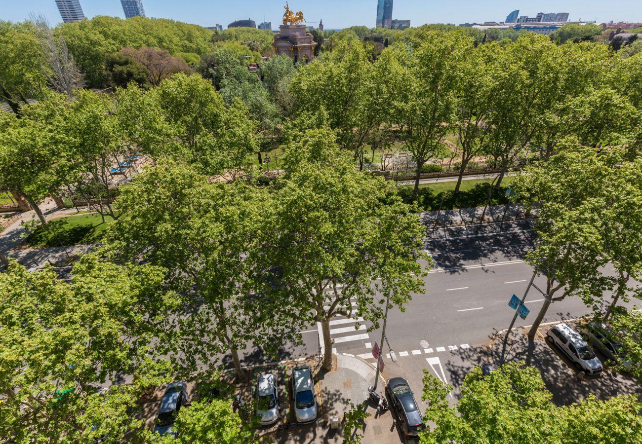 Apartamento en Barcelona - ATIC CIUTADELLA PARK en alquiler vacacional en Barcelona, muy luminoso, terraza compartida.