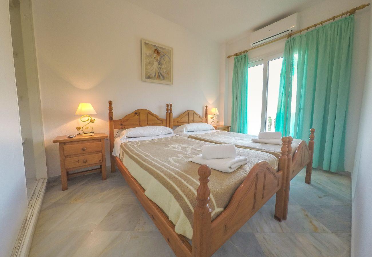 Residencial en Nerja - Residencial con piscina a10 mde la playa