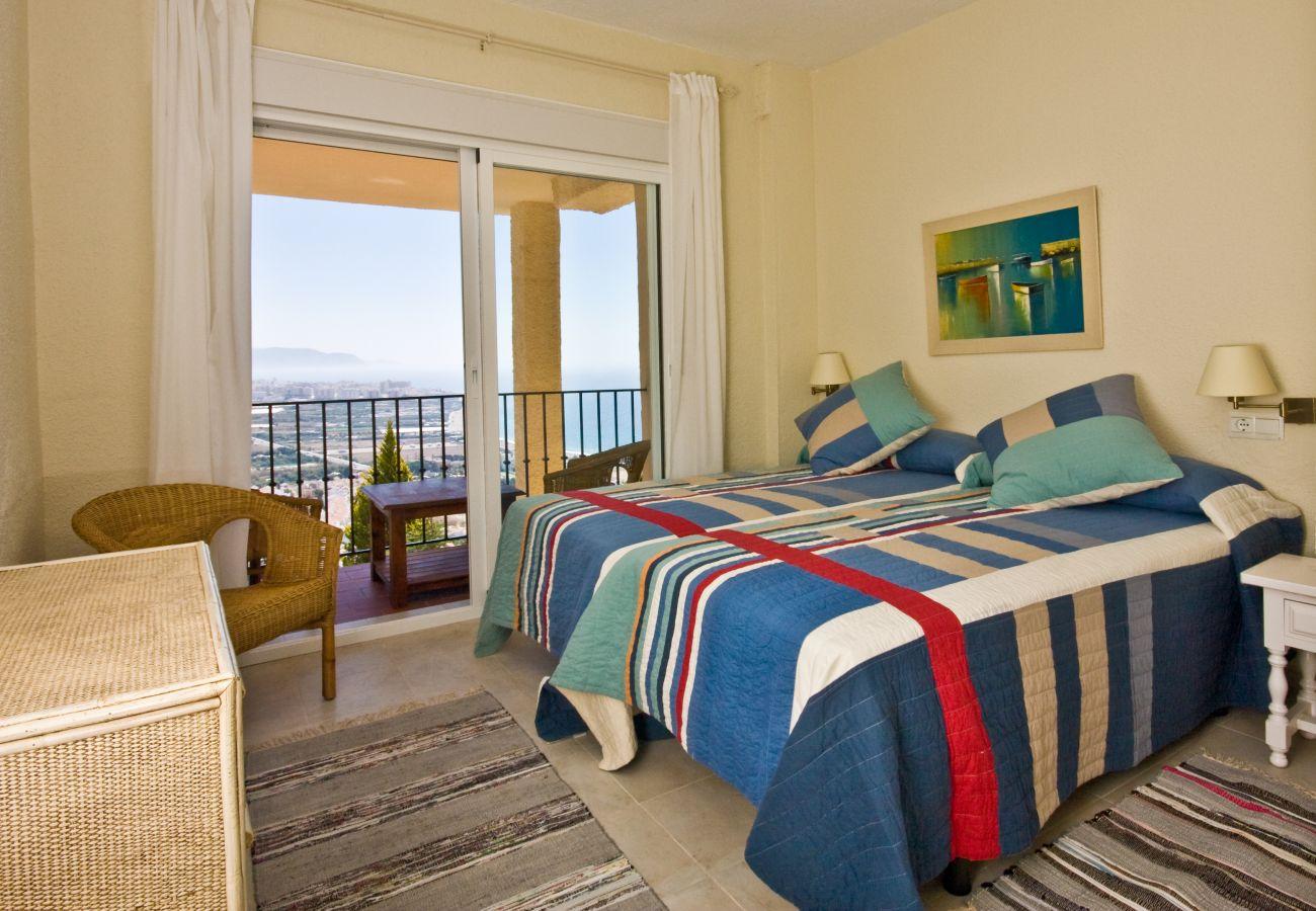 Villa en Nerja - Villa con piscina a750 mde la playa