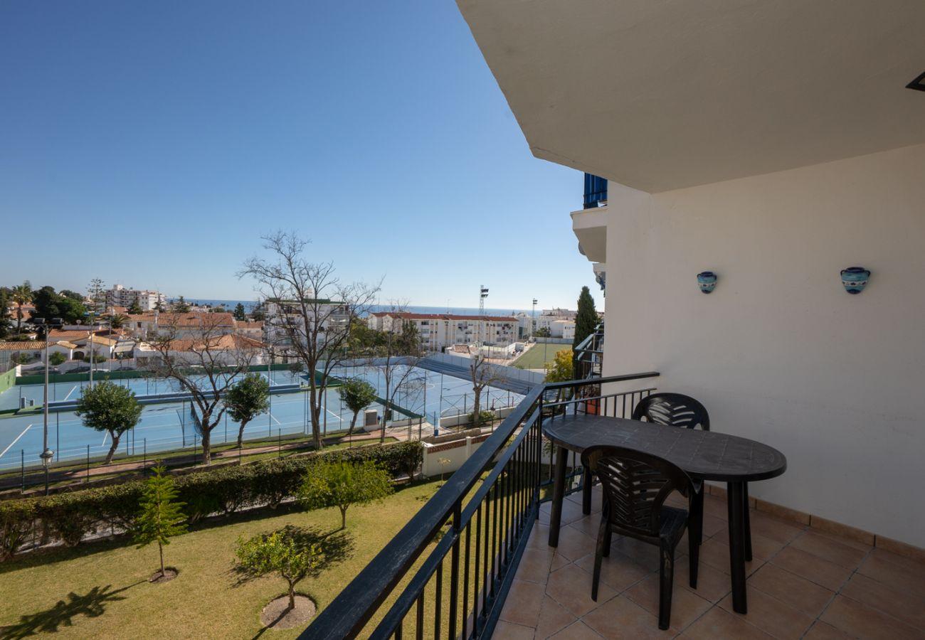 Apartamento en Nerja - Apartamento con piscina a1 kmde la playa
