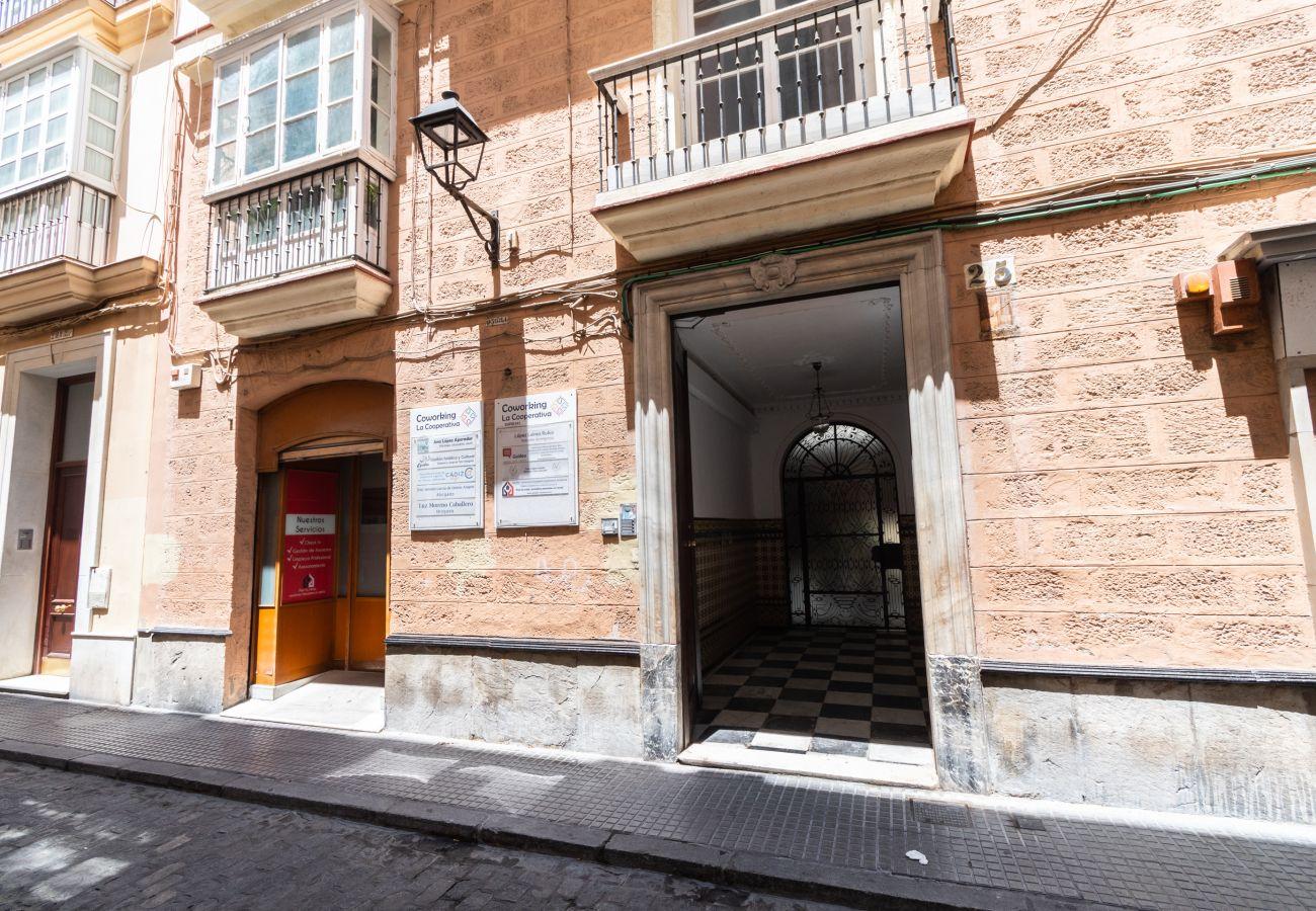 Apartamento en Cádiz - Apartamento de 1 dormitorios a850 mde la playa