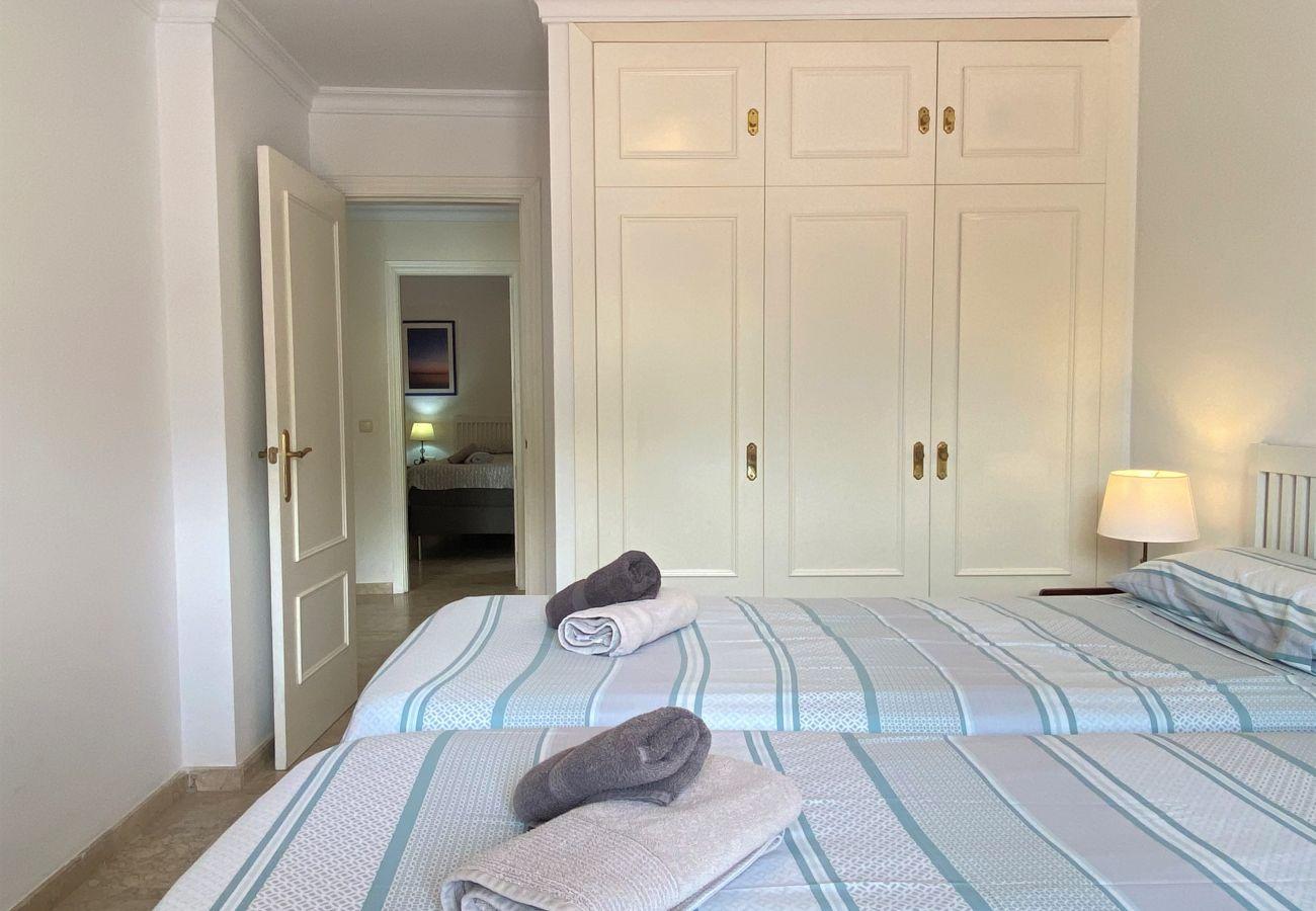 Villa en Nerja - Villa de 4 dormitorios a600 mde la playa