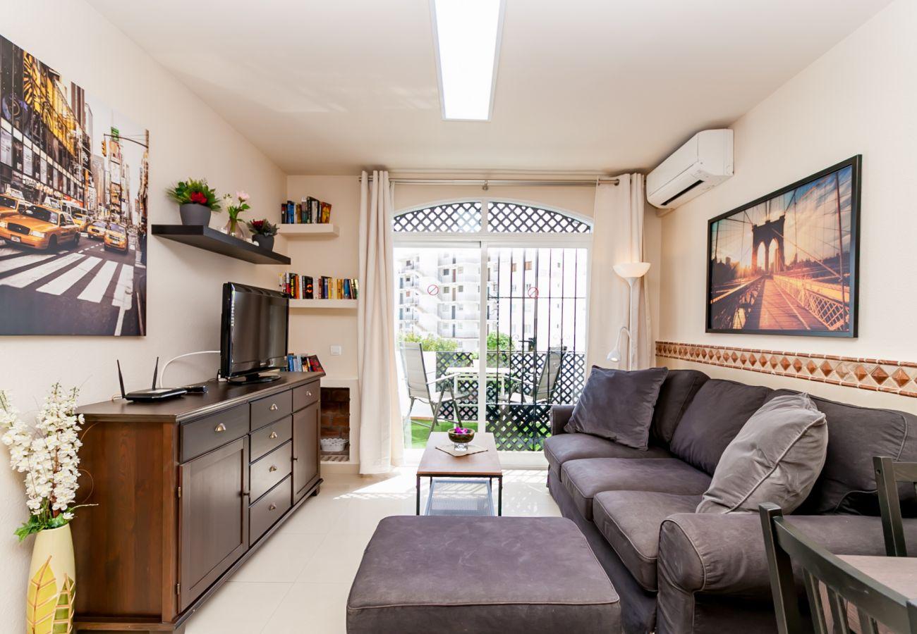 Apartamento en Nerja - Apartamento con piscina a900 mde la playa