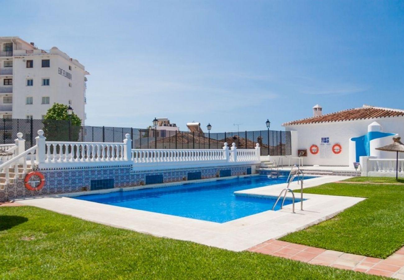 Casa adosada en Nerja - Casa adosada con piscina en Nerja