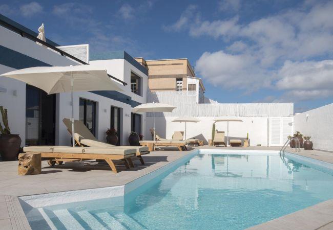 Estudio en Telde - Edem IV apartamento de diseño  piscina climatizada by Lightbooking