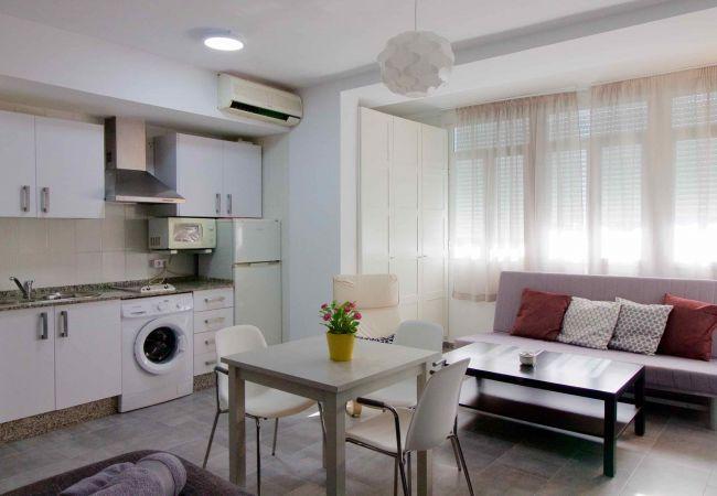 Estudio en Cádiz - Estudio centrico metros de la playa con aire  by Lightbooking