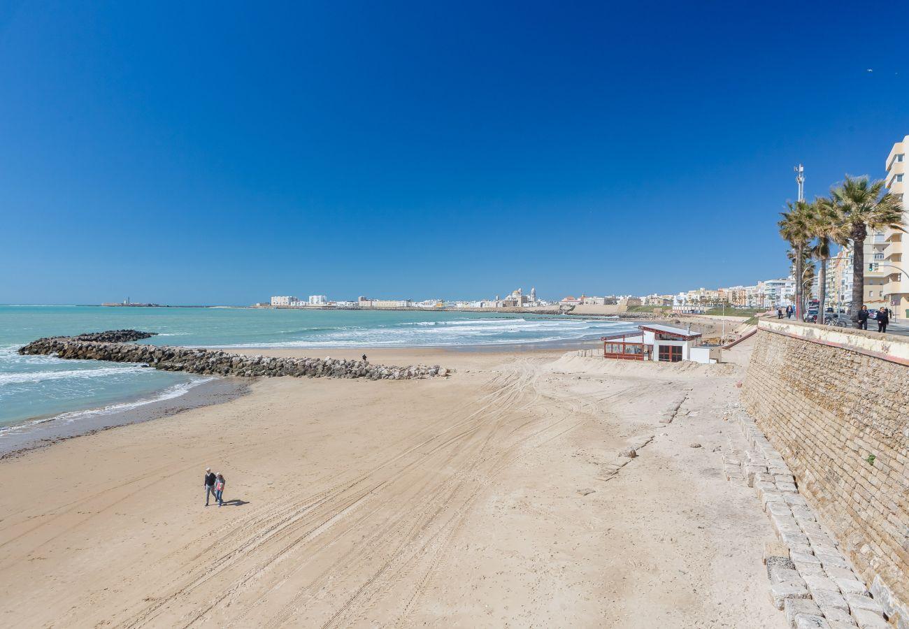 Apartamento en Cádiz - Apartamento de 2 dormitorios a650 mde la playa