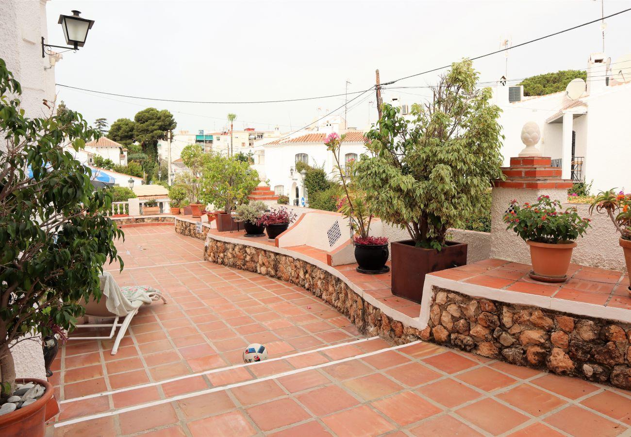 Villa en Nerja - Villa con piscina a600 mde la playa