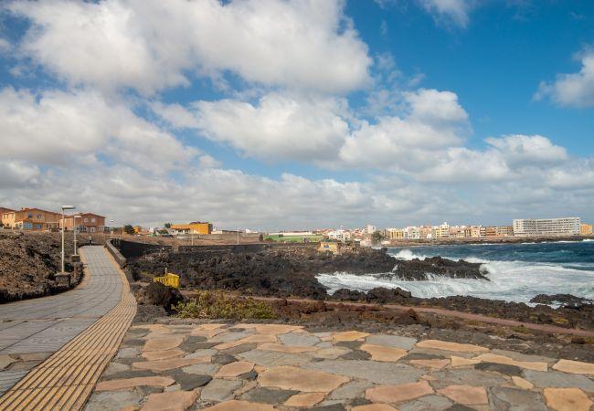 Casa en Telde - Casa Familiar cerca de la playa terraza privada wifi by Lightbooking