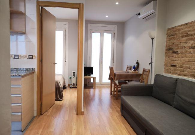 Apartamento en Barcelona - Piso bonito, restaurado en alquiler con patio terraza en Gracia, Barcelona centro