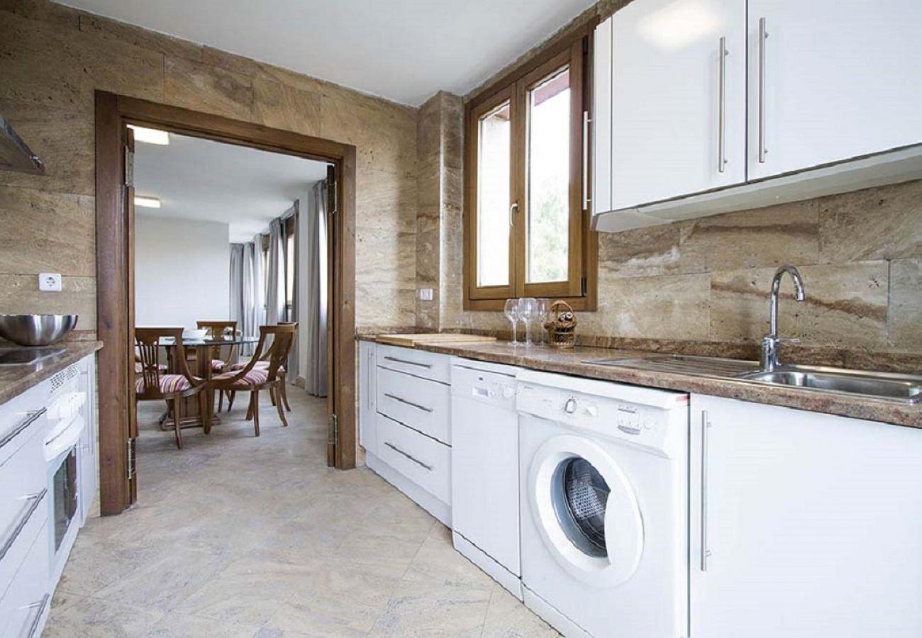 Apartamento en Madrid - CHAMARTIN – ARTURO SORIA –M30- AEROPUERTO- IFEMA. LUXURY-  2 ROOMS- 6 PAX- PENTHOUSE- NUEVO, PISCINA, PARKING