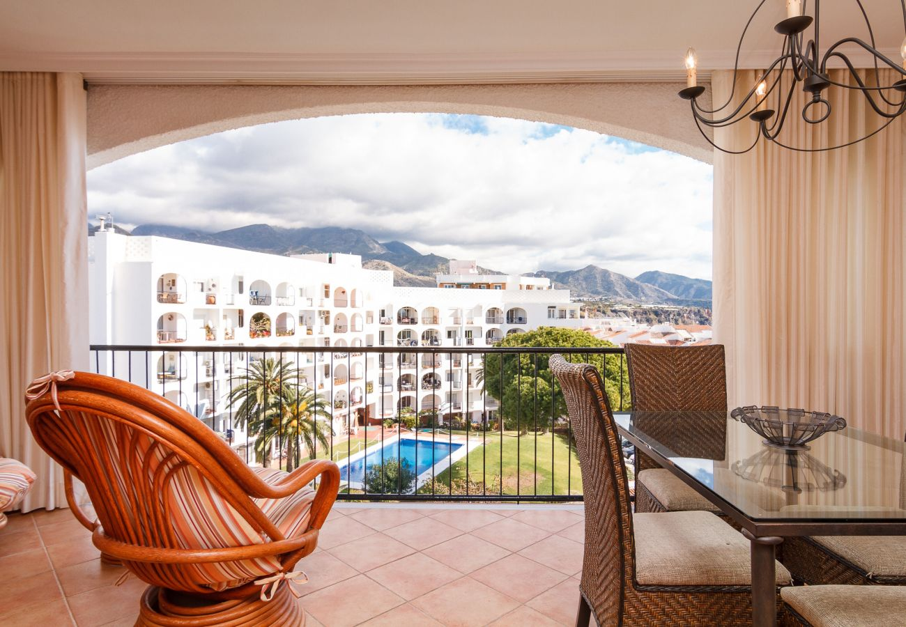 Apartment in Nerja - Apartment with swimming pool to100 mbeach