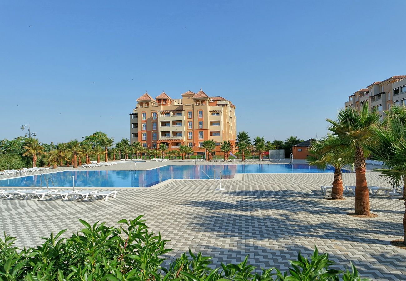 Apartment in Isla Canela - Apartment with swimming pool to 100 m beach