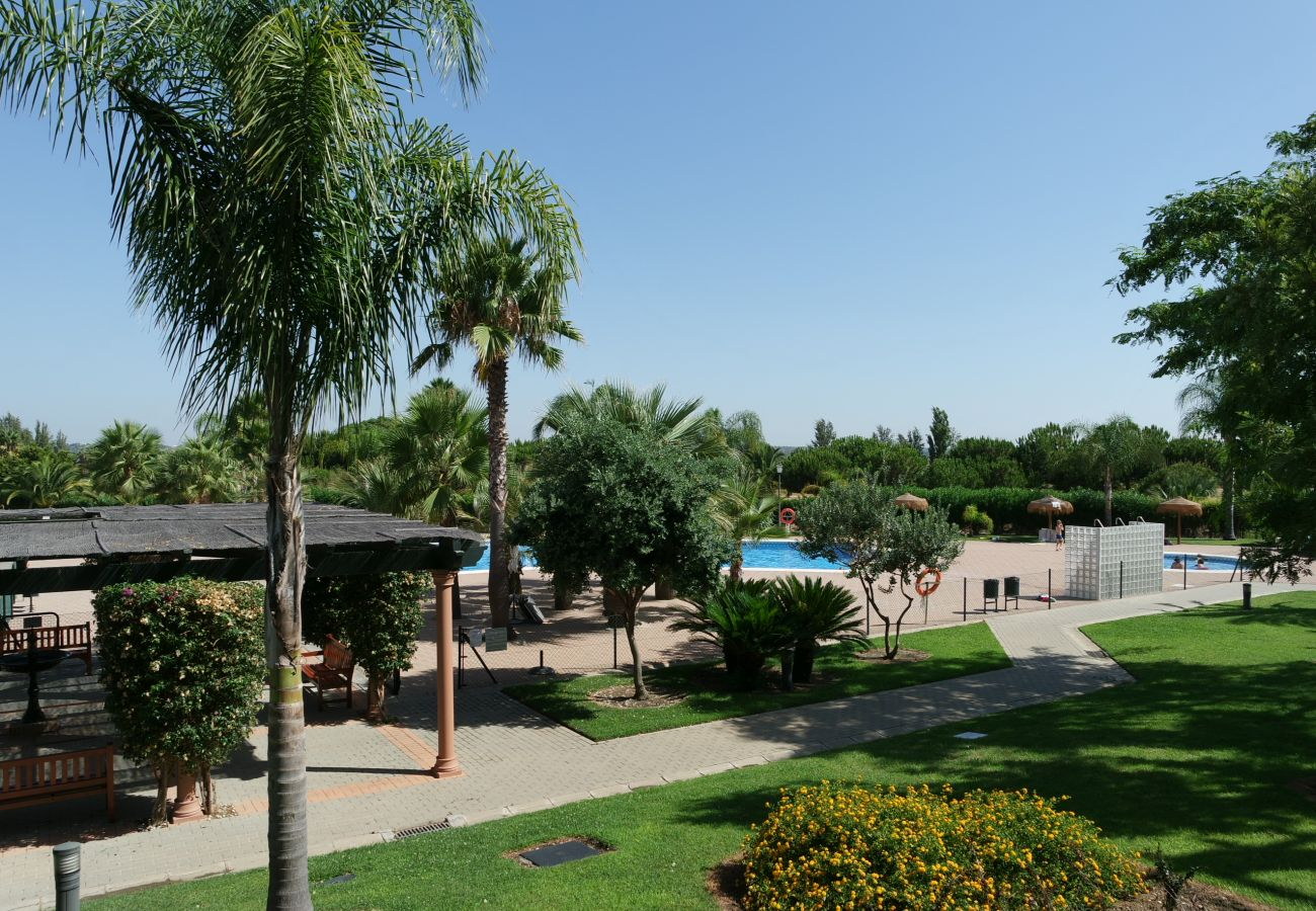 Apartment in Isla Canela - Apartment with swimming pool to 2 km beach