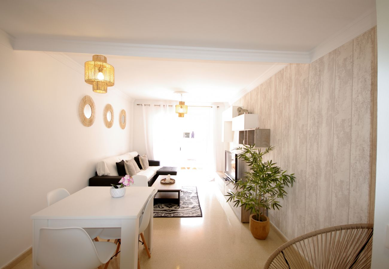 Apartment in Tarifa - Apartment with swimming pool to20 mbeach
