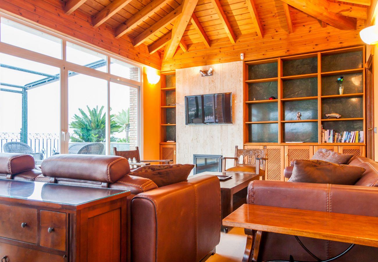 Villa in Nerja - Villa of 3 bedrooms to400 mbeach