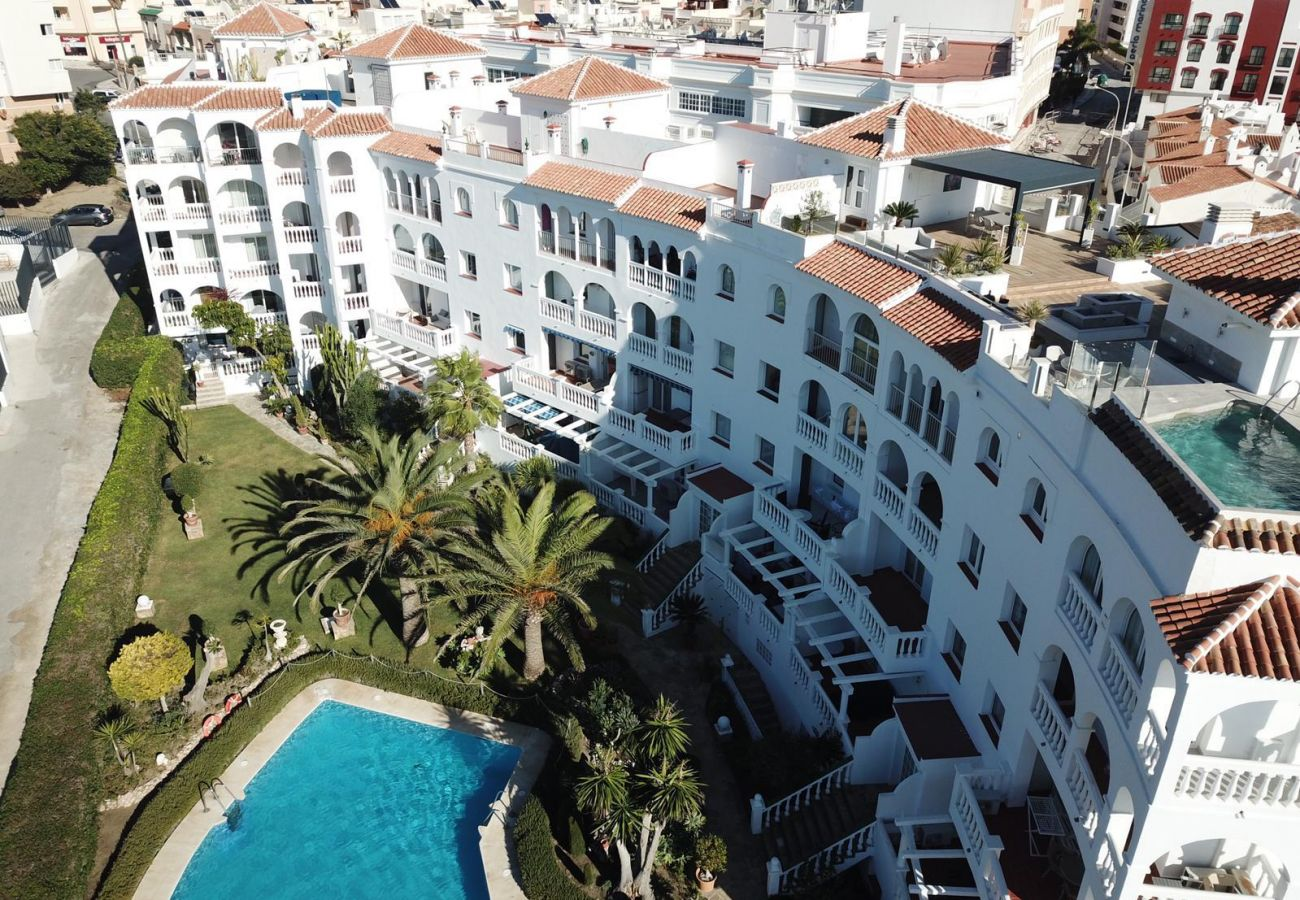 Residence in Nerja - Residence with swimming pool to10 mbeach