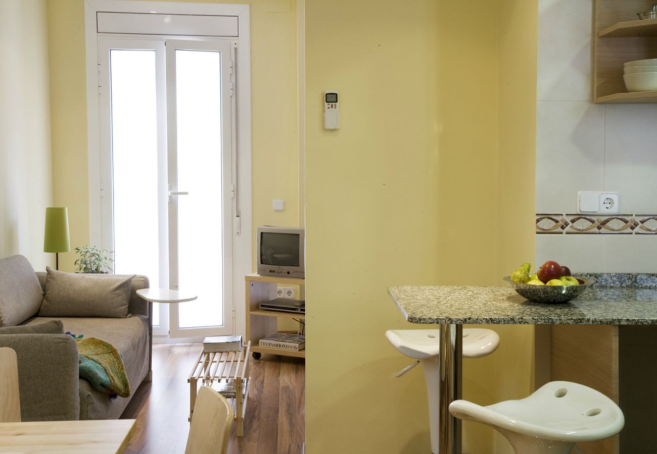 Apartment in Barcelona - Cute, silent and lightly apartment for rent, excellent located in Gracia, Barcelona center