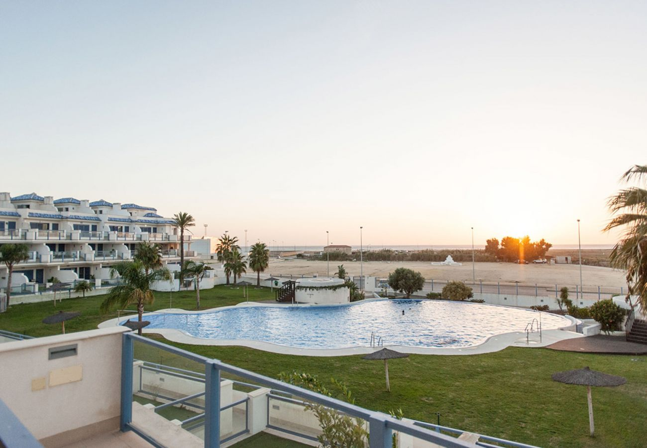 Apartment in Tarifa - Apartment with swimming pool to30 mbeach
