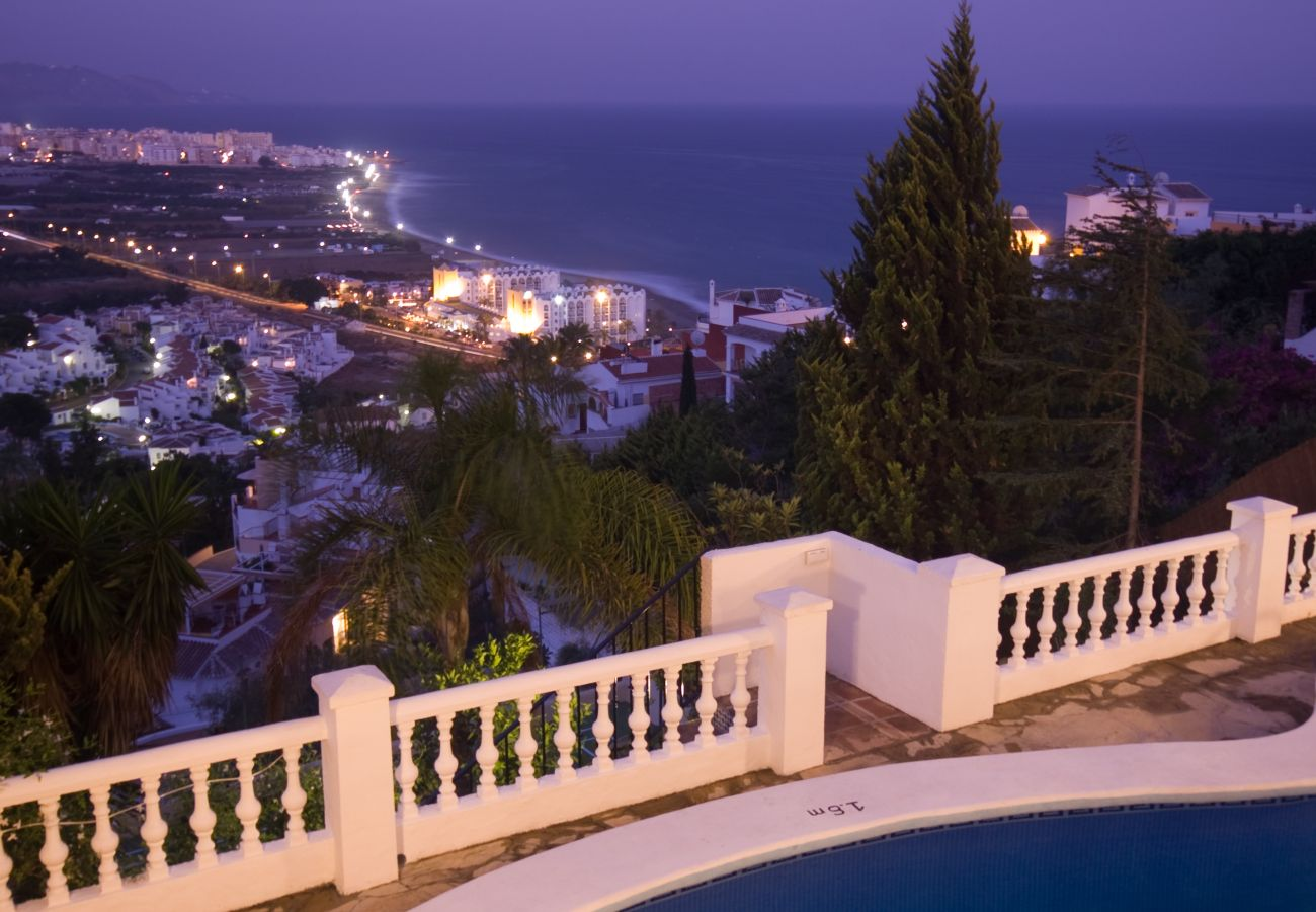 Villa in Nerja - Villa with swimming pool to 750 m beach