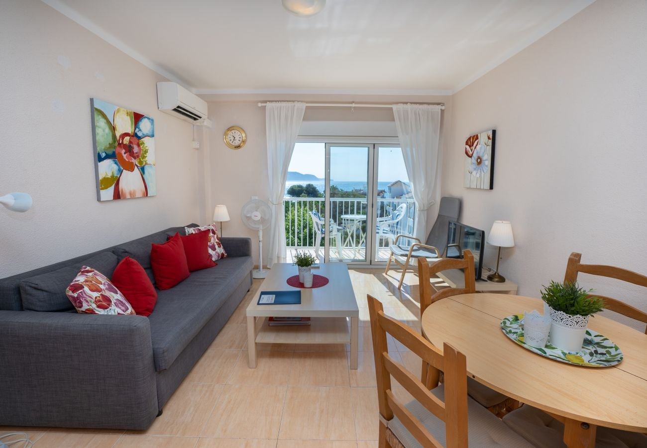 Apartment in Nerja - Apartment with swimming pool to50 mbeach