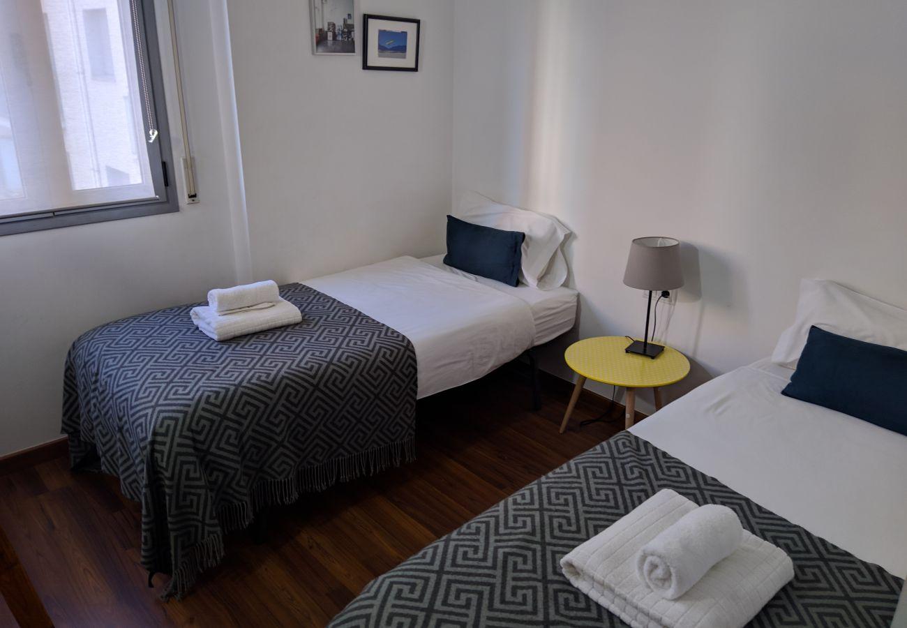 Apartment in Hospitalet de Llobregat - LA FIRA, 4 bedrooms apartment very nice, lightly and quiet close to La Fira in Hospitalet, Barcelona