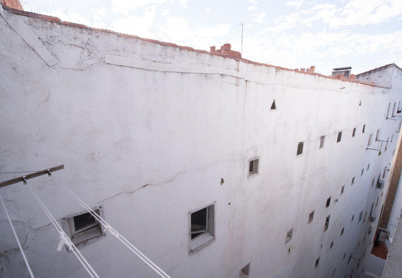Studio in Madrid - CITY CENTER- ATOCHA ST.  Studio. 4 PAX
