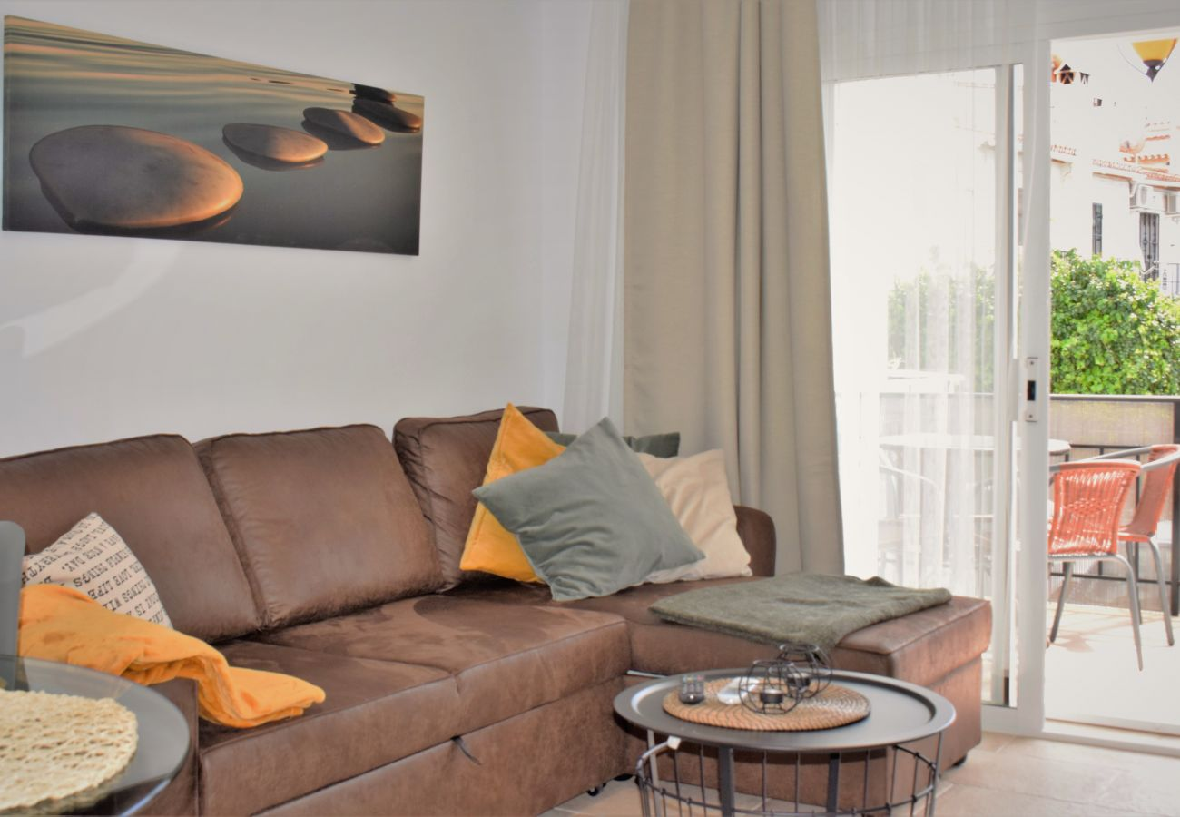 Apartment in Nerja - Apartment for 6 people to300 mbeach