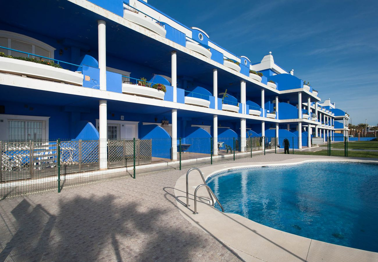 Apartment in Tarifa - Apartment with swimming pool to10 mbeach