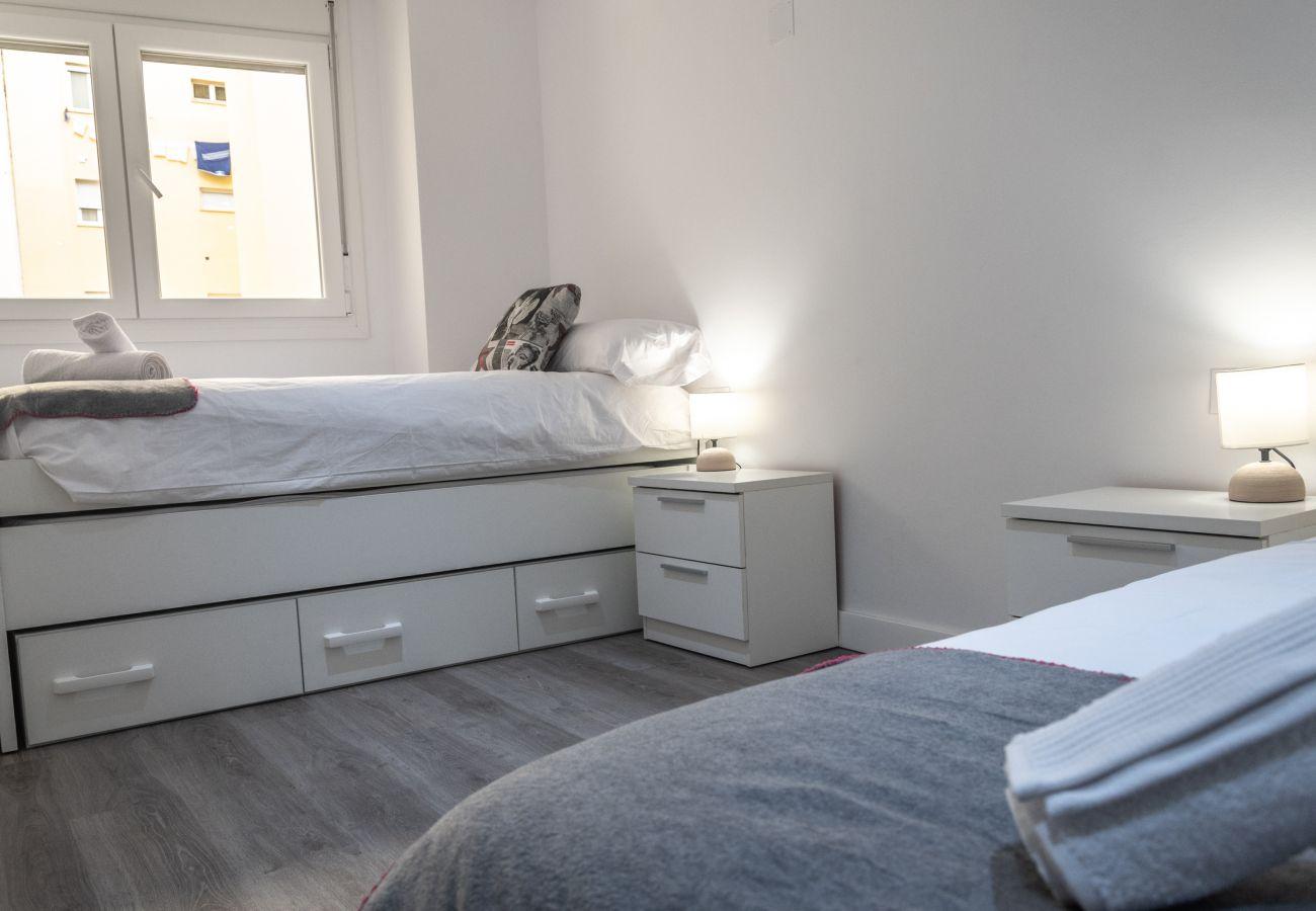 Apartment in Cádiz - Apartment of 4 bedrooms to50 mbeach