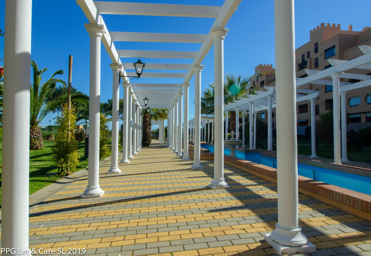 Apartment in Isla Canela - Apartment with swimmingpool to10 mbeach