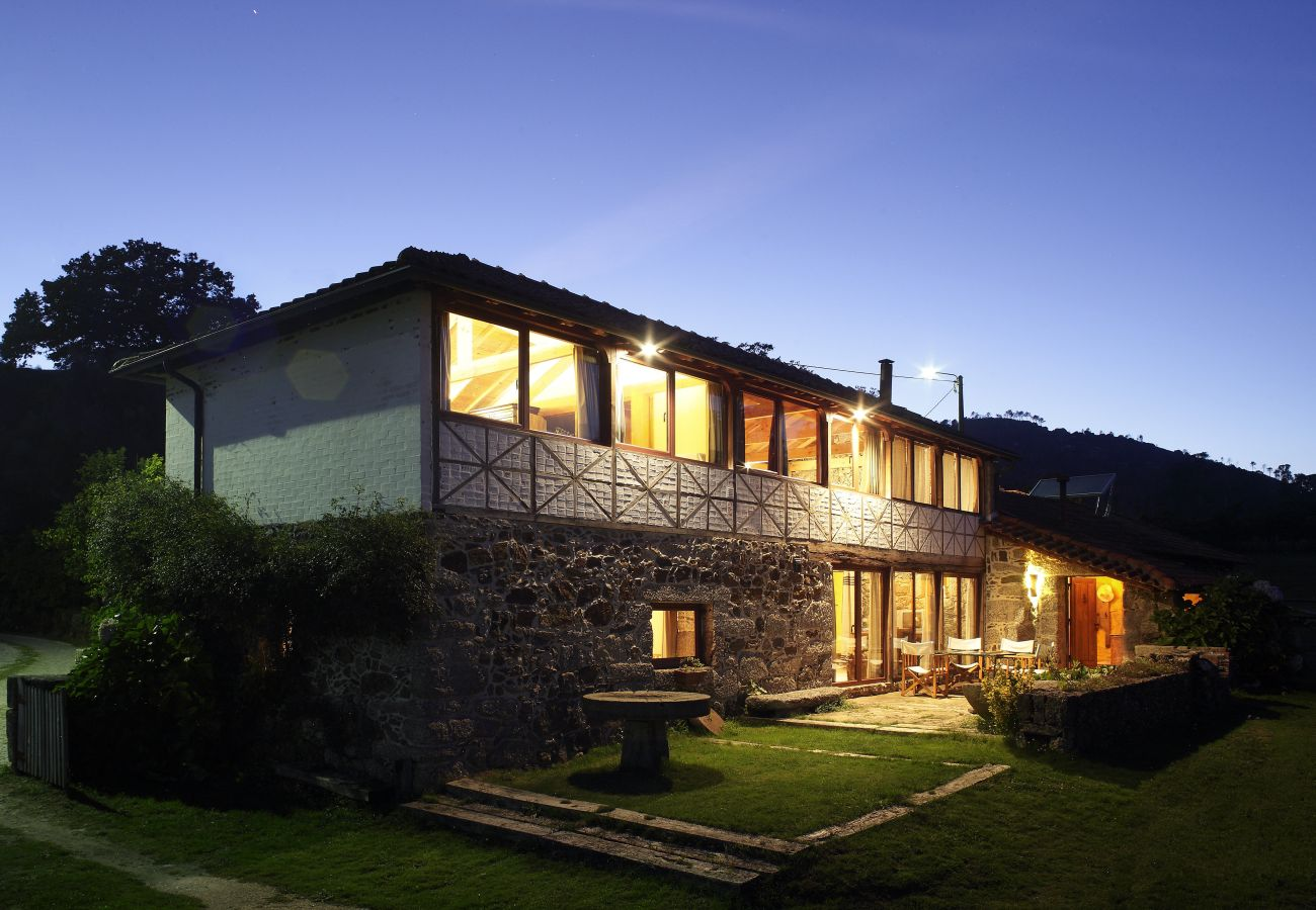 Farm stay in Cabeceiras de Basto - Farm stay with swimming pool to 2 km beach