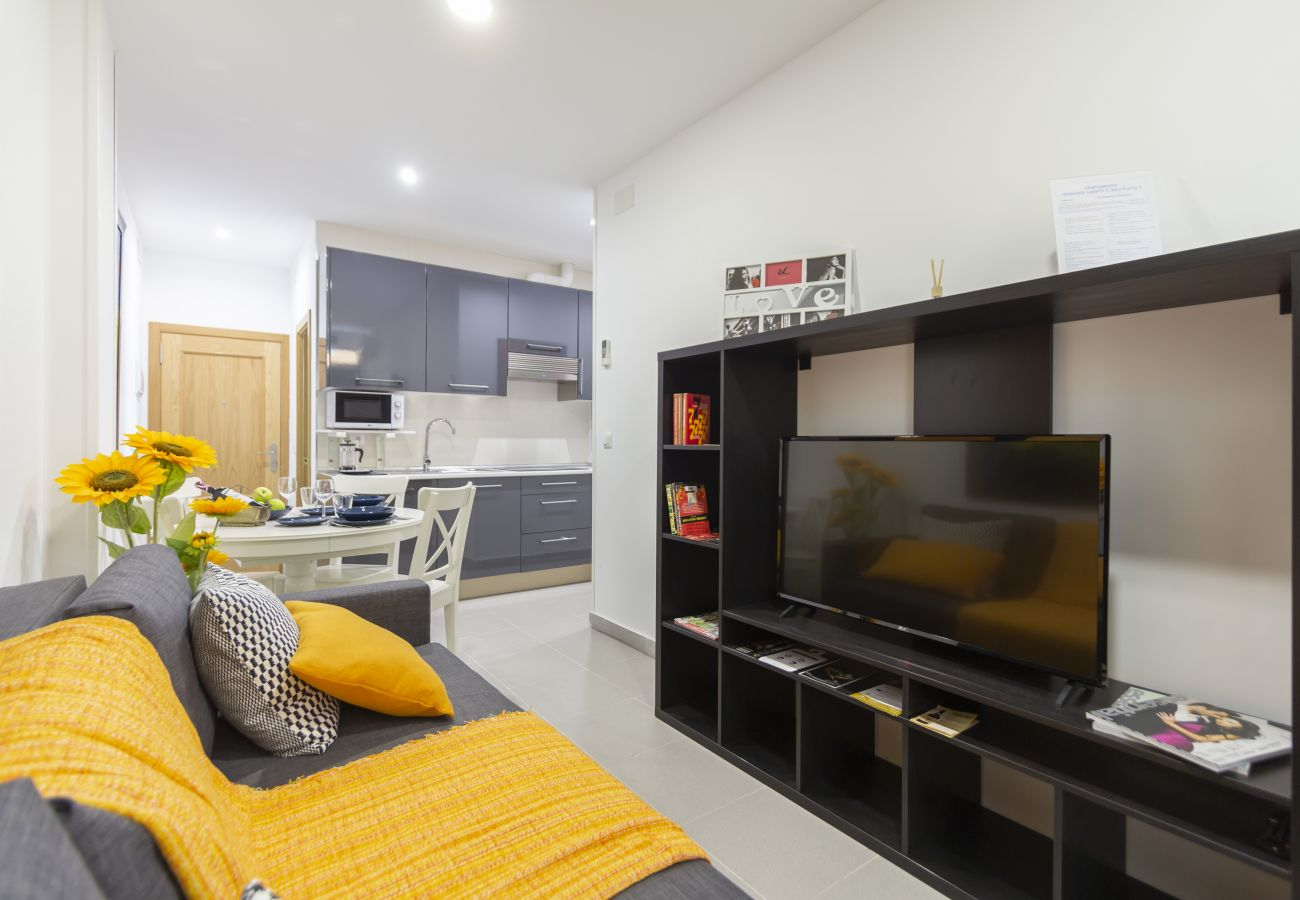 Apartment in Madrid - Luxe Apartment Madrid North Real Madrid Stadium HGA5