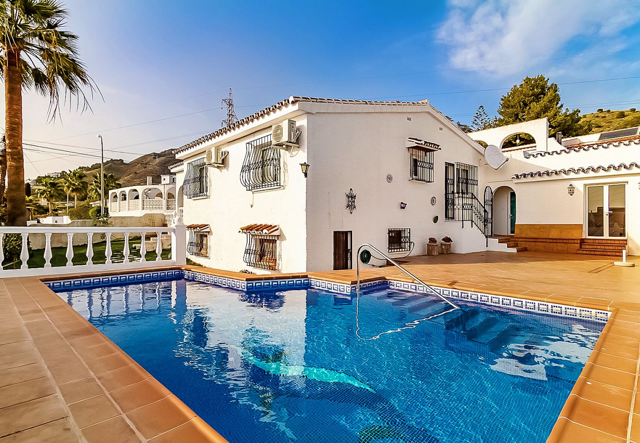Villa in Nerja - Villa with swimming pool to 2 km beach