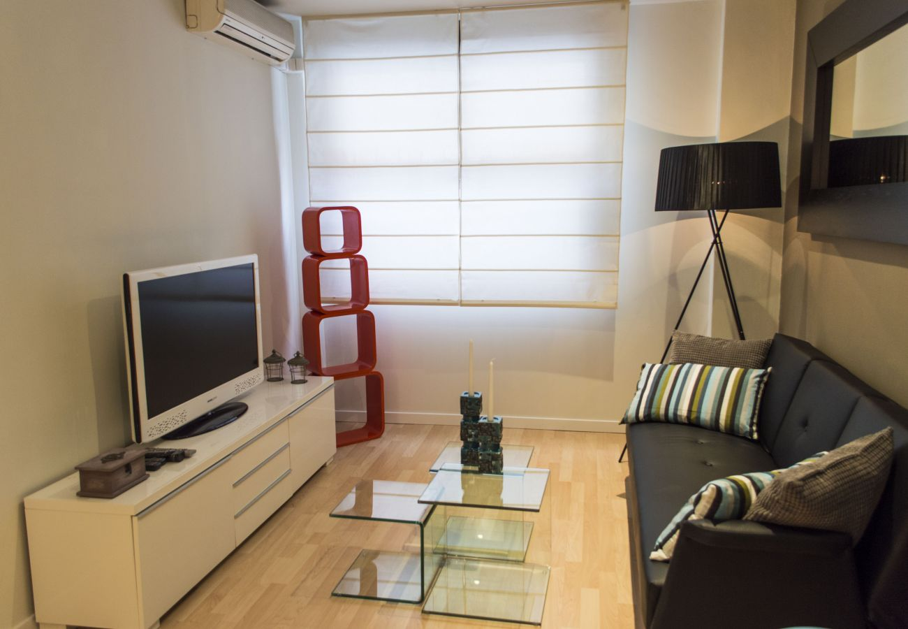 Appartement à Madrid - Sexy Duplex Santiago Bernabéu. 1 Room, 4 Pax.