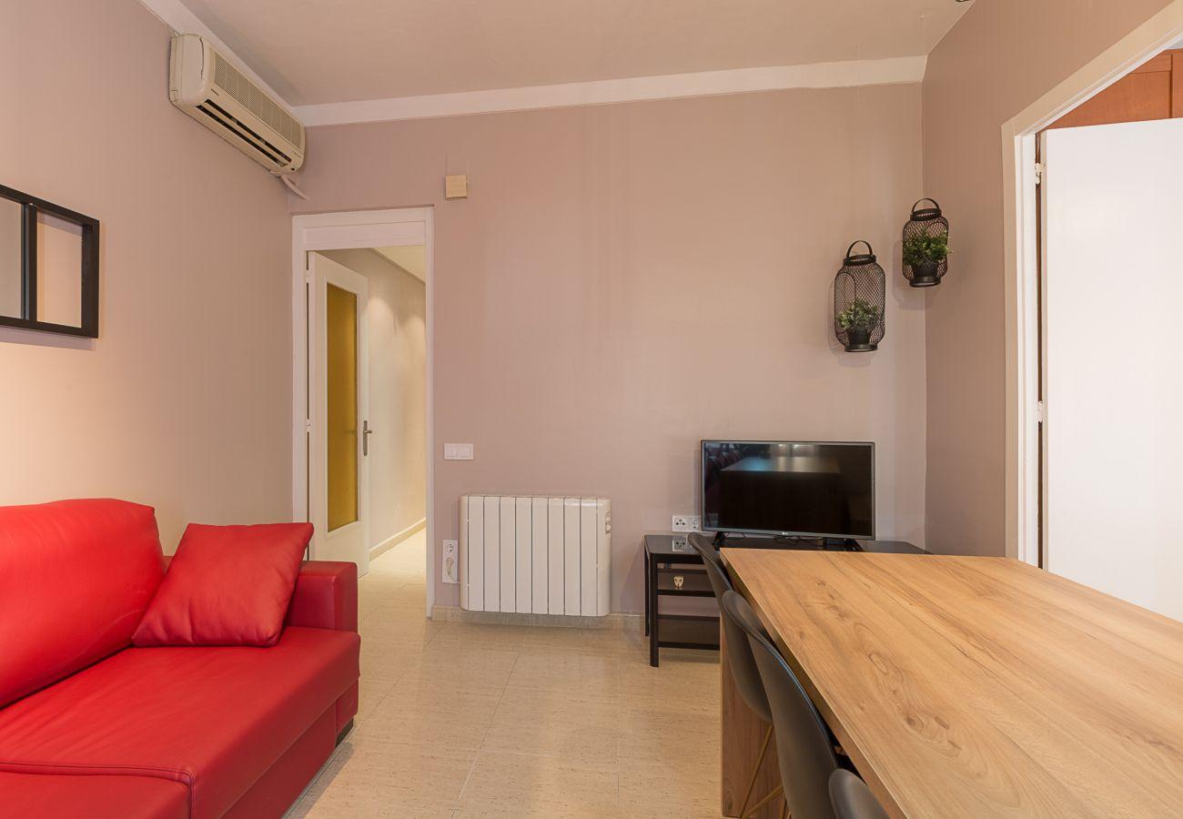 salon moderne de l'appartement plaza españa à Barcelone pour les vacances