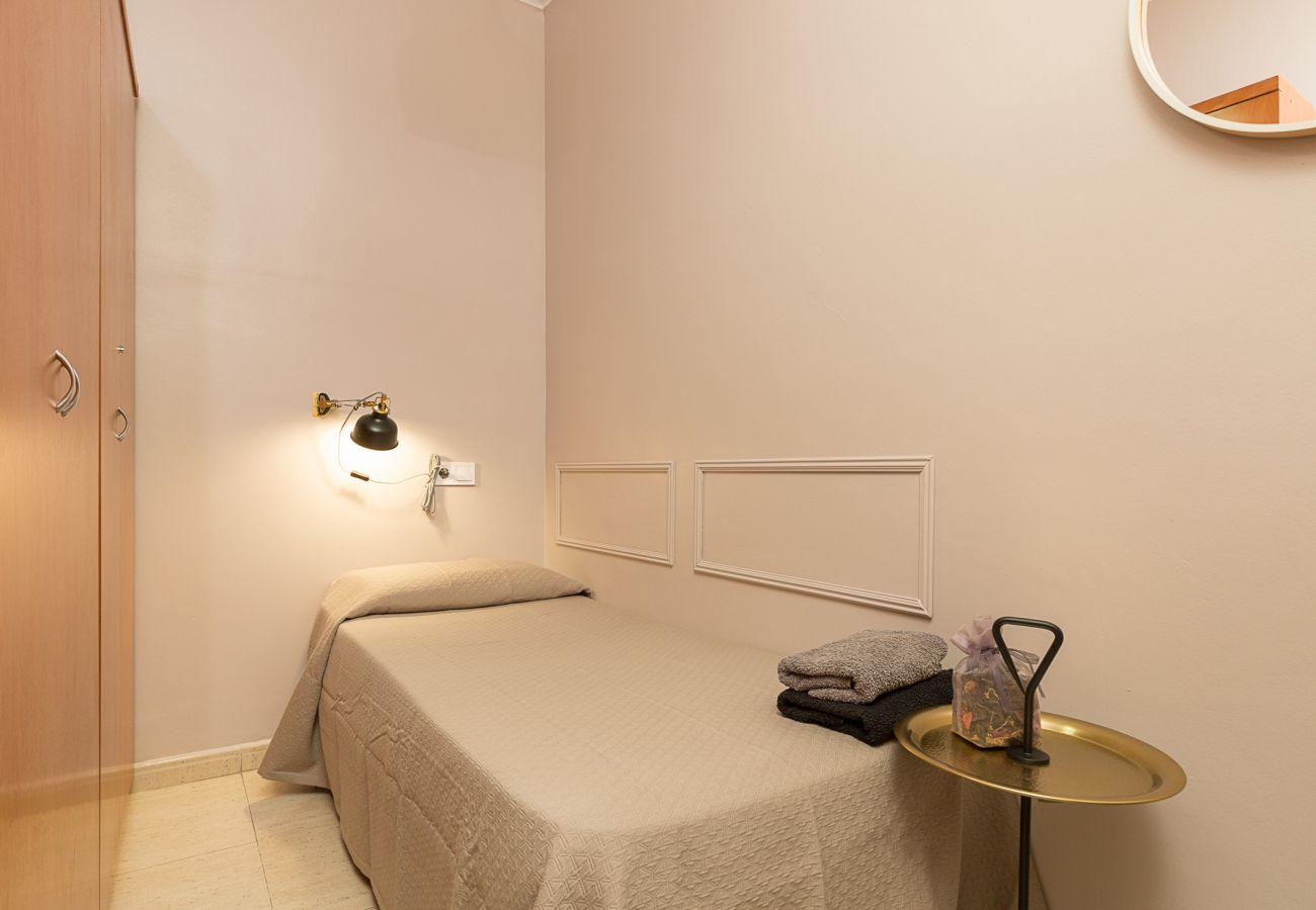 chambre individuelle calme dans l'appartement plaza españa barcelona