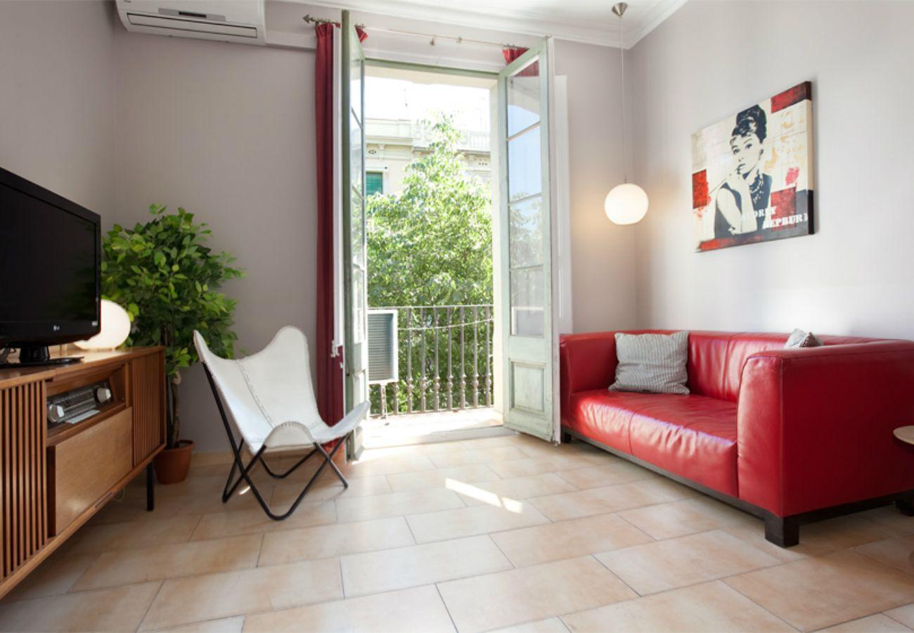 Logement BORRELL, 4 chambres, 2 salles de bains, balcon, Eixample, Barcelone