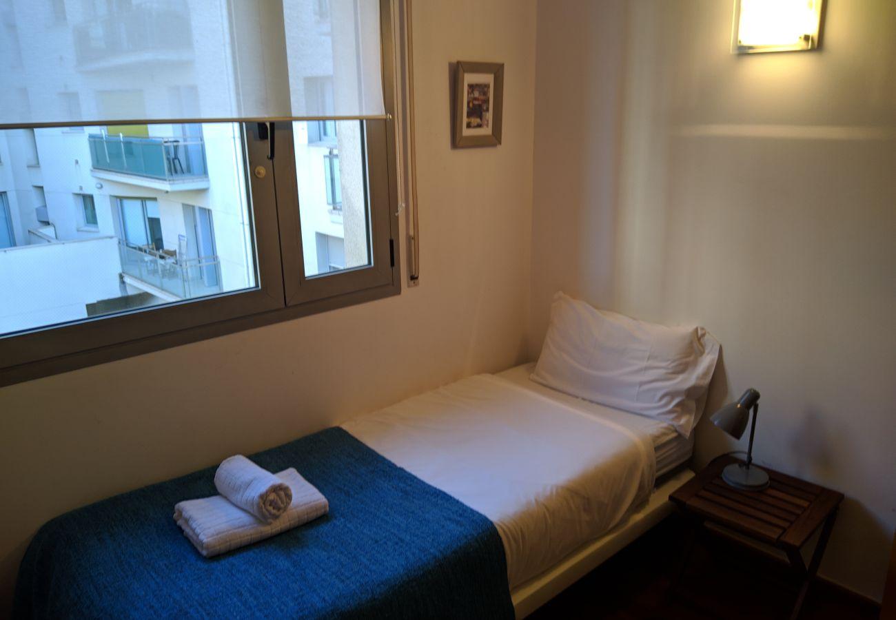 Appartement à Hospitalet de Llobregat - LA FIRA, appartement de 4 chambres très agréable, lumineux et calme près de La Fira à Hospitalet, Barcelone