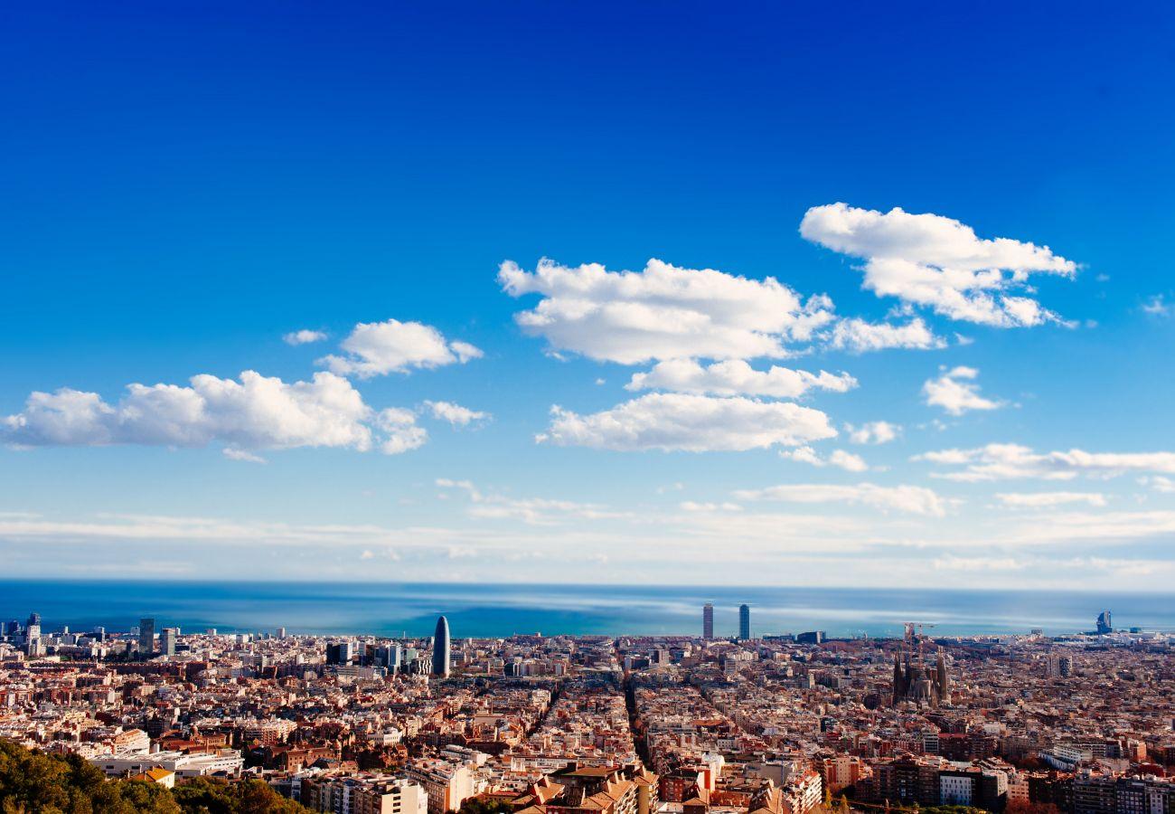 Appartement à Barcelone - Bel appartement à louer par jours dans le centre de Barcelone, Gracia. Lumière ensoleillée, confort et calme.