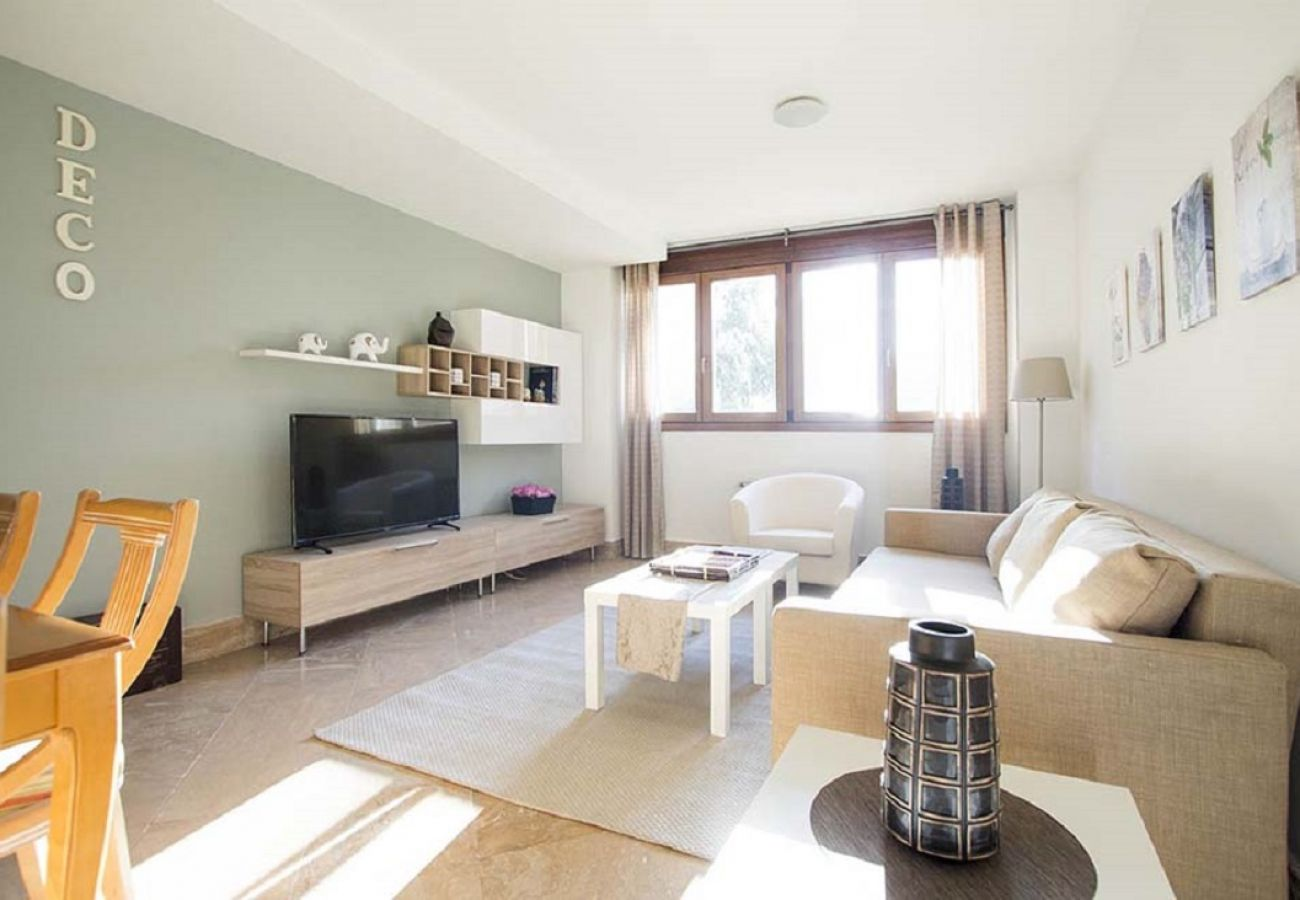 Appartement à Madrid - CHAMARTIN – ARTURO SORIA –M30- AEROPUERTO- IFEMA. LUXURY- 3 ROOMS- 8 PAX- NUEVO, PISCINA, PARKING